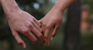 couple-holding-hands-lg